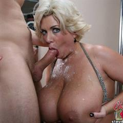 A messy milfy facial before bedtime 3