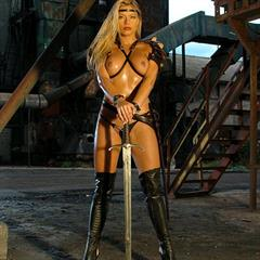 Adrianna Zarcova Adriana Malkova actiongirls amazone warrior cosplay sword oiled Xenia