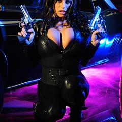 Wendy Combattente Fiore leather catsuit black actiongirls dress big tits cleavage handgun