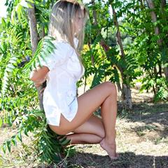 Elise A green eyes coin slot girlstop met-art outdoor blonde shaved solo outside