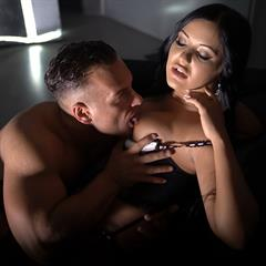 cunnilingus Daring Sex stockings hardcore brunette couple garter shaved curvy sxx