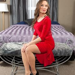 Mona eye contact pantyhose plusmilfs hardcore granny llnwd dress smile MILF