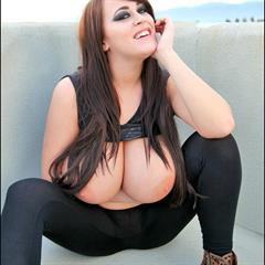 leanne primecurves big tits curves busty crow