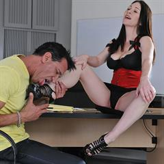 Rayveness mypornstarbook brunette trimmed footjob shaved feet