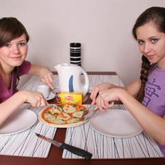 porcodollars 2 girls eating table teen