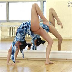 flexy-teens stretching flexible gymnast splits teen solo sports sport