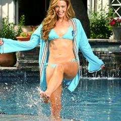 Denise Richards red toes cameltoe starer bikini celeb garment
