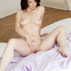 sharyl splendiferous solol bed coin slot mc-nudes brunette bedroom shaved tattoo busty