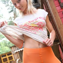 Annely Gerritsen Pinky June nonstopfap pinkyjune outdoor t-shirt orange blonde tshirt shaved