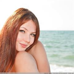 plump pussy green eyes kindgirls Nalli A redhead met-art outdoor beach hairy