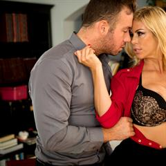 Alexis Fawx trimmed shaved blonde babe today