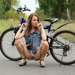Lucia D Malvina Paola H jeans shorts fietspad outdoor met-art bicycle samples preview
