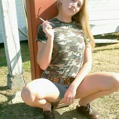 smoking t-shirt blonde chair camo solo