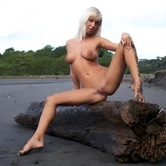 Natali Blond Emma A errotica-archives plump pussy black sand Regolfo closeup shaved spread
