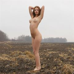 eroticbeauty realreviews barefoot gorgeous redhead outdoor shaved outside