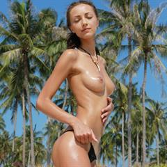 Anna AJ by Leonardo superstar linksmut paradise palmtree brunette necklace met-art outdoor