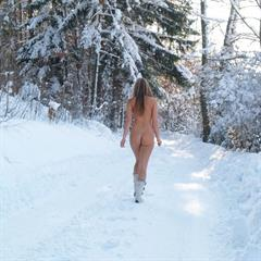 winter barefoot in snow arched back pokazuha boondage outdoor tractor blonde naked