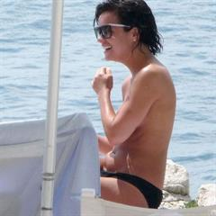 Lily Allen sunglasses paparazzi celebrity fundumper singer celeb naked beach nude