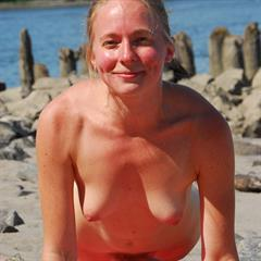 hippiegoddess strangesoup plump pussy hippie hairy beach solo outside outdoor