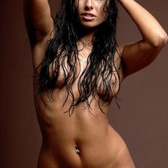 Anetta Smrhova Keys brown background pierced navel kladblog mc-nudes wet hair brunette piercing