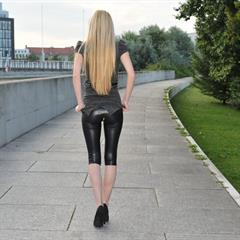 Rosa Vertucci Zoe Britton Diana Fox platform high heels lips sticking out very long hair Haupthbahhof smooth vulva thick labia euroberlin