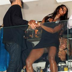 Naomi Campbell fundumper celebrity upskirt celeb pussy ebony spy model