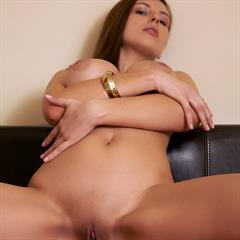 Perla A Olivia Sarah simi anderson plump pussy coin slot big tits brunette met-art shaved