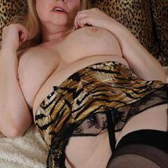 Amanda Degas spread pussy imagefap big tits British blonde granny whore GILF UK