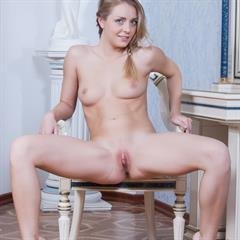 Sharon breathholding Perfect-Body high arched delicious beautiful met-nude legs up pretty spread